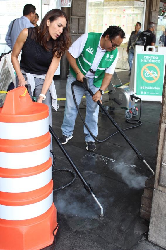 los infractores que ya han acumulado varias fotocivicas comenzaron a realizar trabajos comunitarios en las calles del centro historico de la cdmx 1