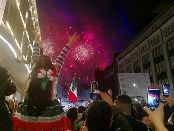 con 20 ¡vivas y miles de mexicanos celebro su primer grito de independencia el presidente amlo; estas son algunas imagenes de la fiesta 1
