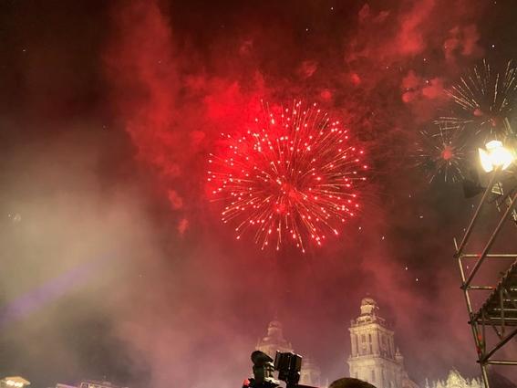 con 20 ¡vivas y miles de mexicanos celebro su primer grito de independencia el presidente amlo; estas son algunas imagenes de la fiesta 2