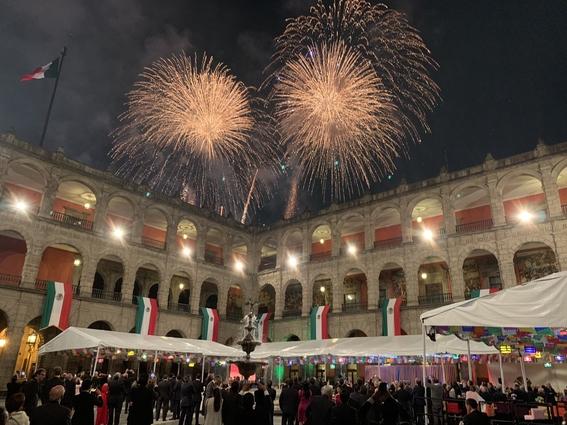 con 20 ¡vivas y miles de mexicanos celebro su primer grito de independencia el presidente amlo; estas son algunas imagenes de la fiesta 3