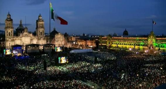 con 20 ¡vivas y miles de mexicanos celebro su primer grito de independencia el presidente amlo; estas son algunas imagenes de la fiesta 4