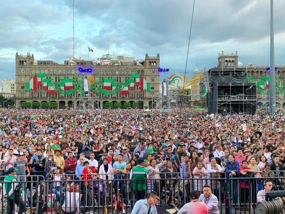 con 20 ¡vivas y miles de mexicanos celebro su primer grito de independencia el presidente amlo; estas son algunas imagenes de la fiesta 5