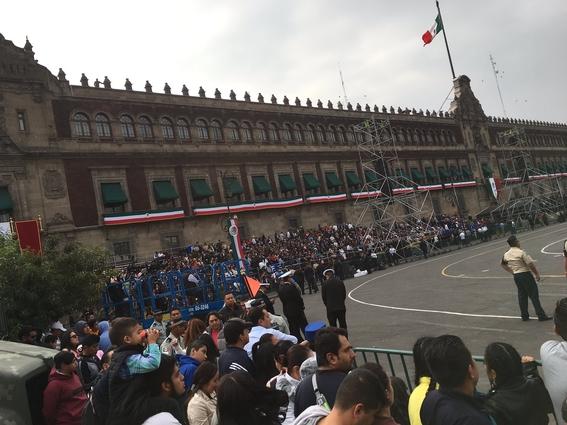 como cada ano esta todo listo en el centro de la cdmx para llevar a cabo el desfile militar por el aniversario 209 de la independencia de mexico 5