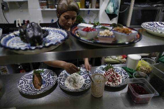 la especificidad de sus ingredientes convierten al chile en nogada en una de las joyas de la gastronomia mexicana y rey de las fiestas patrias de 1
