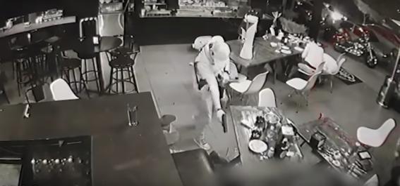 atacan bar en uruapan michoacan; hay cuatro personas muertas 1