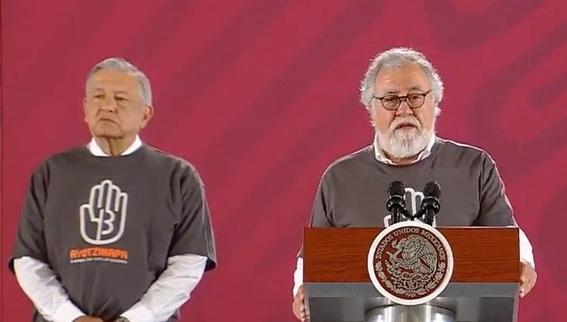 amlo se pone playera de ayotzinapa para la conferencia mananera 2