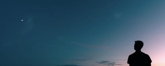 """""""Temores de medianoche"""", cuento sobre la soledad que nos envuelve al final del día"""