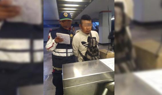 detienen a hombre que eyaculo sobre dos mujeres en el metro 1