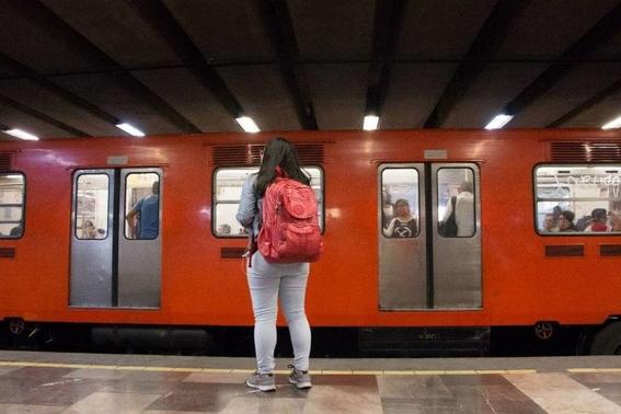 detienen a hombre que eyaculo sobre dos mujeres en el metro 2