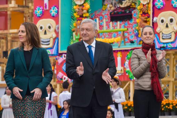 presidente inaugura ofrenda monumental de dia de muertos 1