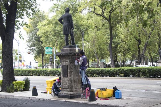 las autoridades atenderan 72 esculturas de proceres con pedestal 62 copones con pedestal y 284 metros lineales de bancas de cantera 2