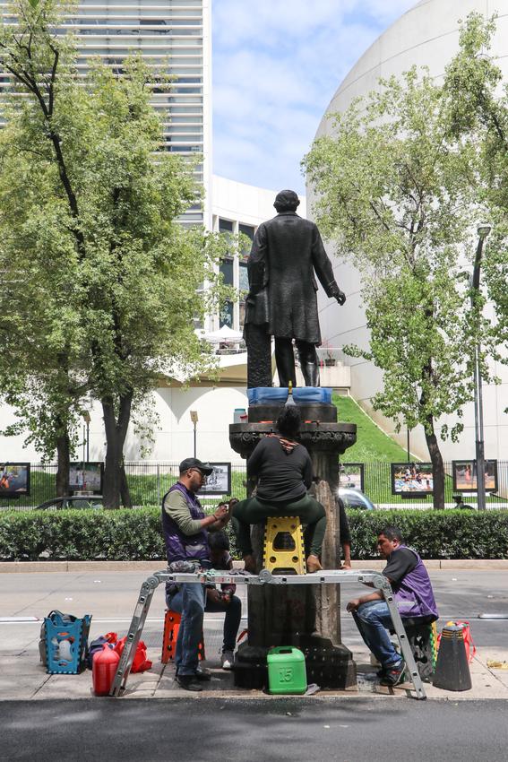 las autoridades atenderan 72 esculturas de proceres con pedestal 62 copones con pedestal y 284 metros lineales de bancas de cantera 3