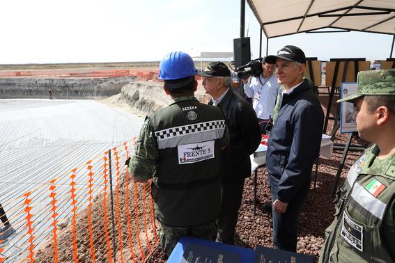 el presidente amlo destaco que la obra es considerada como el aeropuerto mas grande que se construye en el continente americano 4