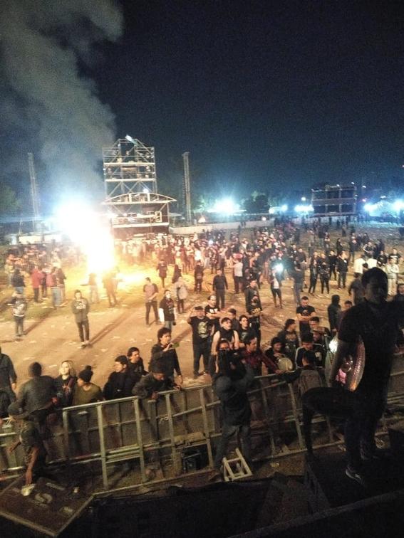 """el festival de metal knotfest termino de manera abrupta luego de que la seguridad fuera superada por un grupo de personas que instaron dar """"porta 1"""