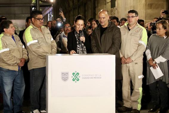 los edificios ubicados en el primer cuadro de la ciudad de mexico fueron decorados con 23 mil nodos led y seis mil lamparas 1