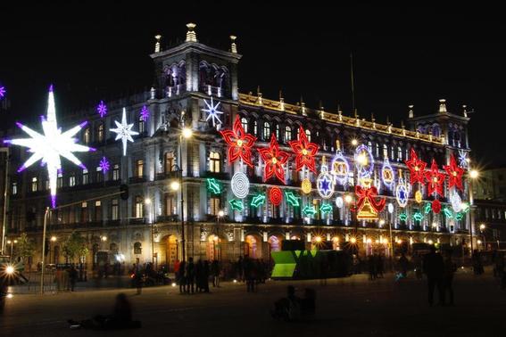 los edificios ubicados en el primer cuadro de la ciudad de mexico fueron decorados con 23 mil nodos led y seis mil lamparas 2