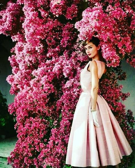 Los mejores diseños de Hubert de Givenchy vestido rosa
