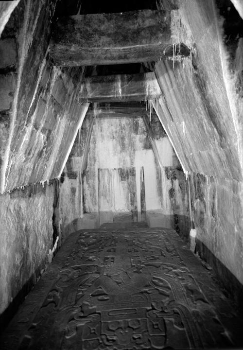 20 fotografías del descubrimiento de la tumba de Pakal, gobernante maya en Palenque 9
