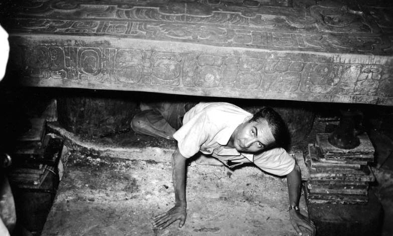 20 fotografías del descubrimiento de la tumba de Pakal, gobernante maya en Palenque 19