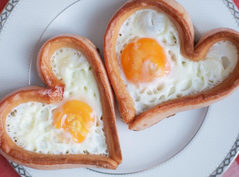 Platillos para Día de la madre - Huevos en forma de corazón