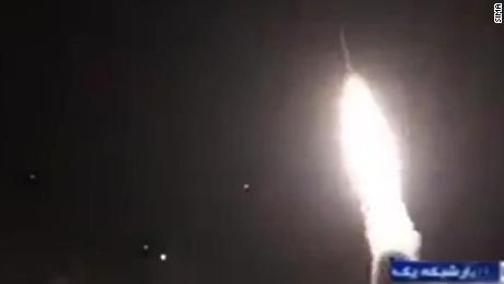 aunque el bombardeo ya se detuvo aun se espera que haya reportes sobre posibles victimas en esta base aerea 4