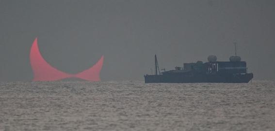 ¿que son los cuernos del diablo que aparecen en eclipse de qatar 1