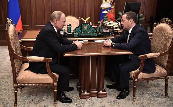 renuncian primer ministro ruso y su gabinete 1