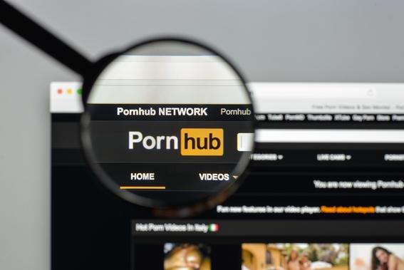 hombre sordo denuncia a pornhub porque sus videos no tienen subtitulos 2