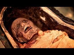 un grupo de investigadores sintetizaron el sonido producido por el tracto vocal de una momia egipcia de unos 3 mil anos de antigüedad 1