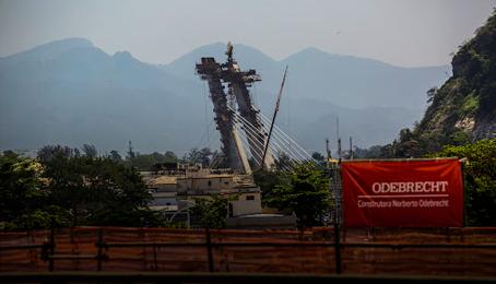 la fiscalia general de la republica mexicana informo que el exfuncionario emilio lozoya fue detenido en el sureno puerto espanol de malaga espan 1