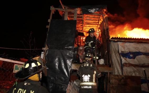 en el incendio se quemo un area aproximadamente de 3 mil metros cuadrados de llantas y basura de la central de abastos de la cdmx 1