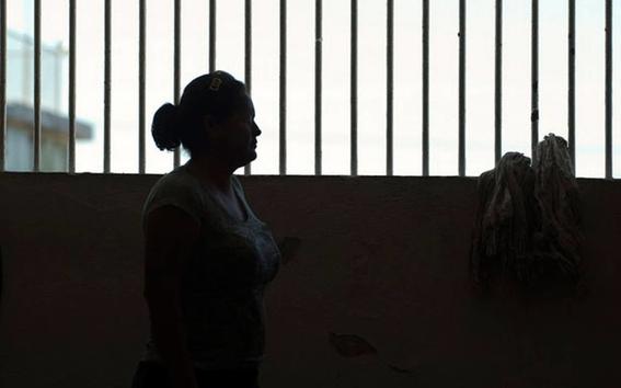 al enfrentar abandono las mujeres encarceladas ven limitado su acceso a articulos de limpieza como el jabon para el lavado de manos o liquidos p 1