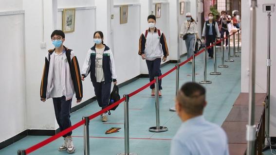 imagenes del regreso a clases en wuhan china 1