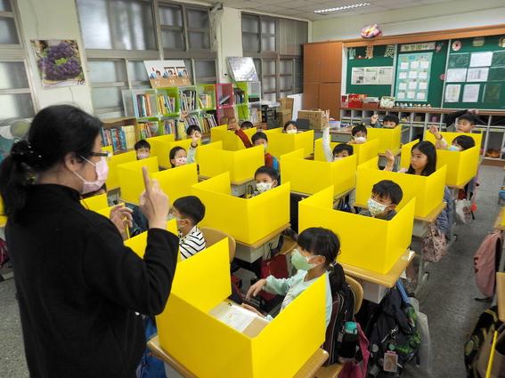 imagenes del regreso a clases en wuhan china 6