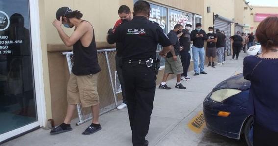 hombre se contagia de coronavirus al formarse en fila para comprar cerveza 1