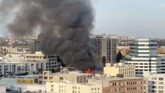 asi se vivio explosion de edificio en los angeles; hay 11 bomberos heridos 2