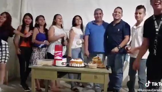 familia celebra cumpleanos sin medidas sanitarias y desata polemica en redes 1