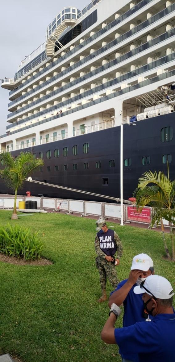 cruceros confinamiento puerto vallarta holland america line 1