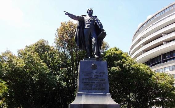 ¿por que hay una estatua de benito juarez en estados unidos 2