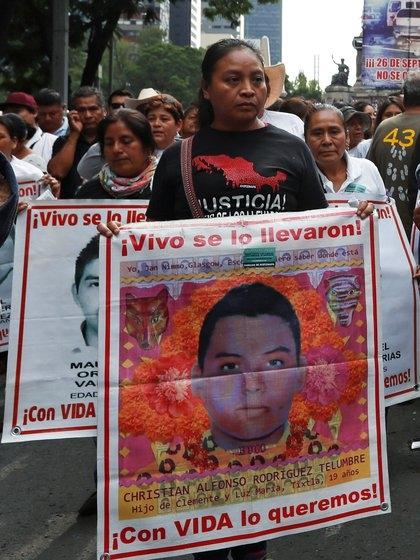 padre de normalista de ayotzinapa identificado quiere el cuerpo completo de su hijo 2