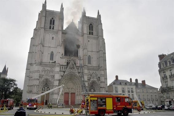 catedral nantes incendio notre dame 1