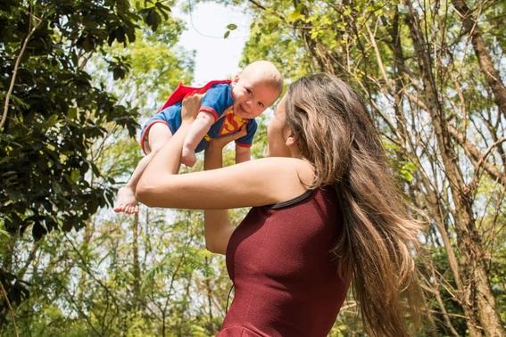 mujeres aseguran que fumar hierba las hace ser mejores madres 1