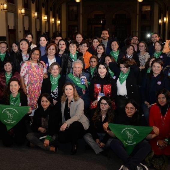 mujeres famosas que apoyan el aborto legal en mexico 5