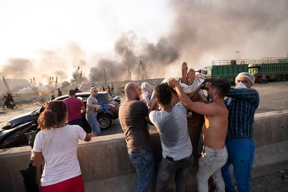 video se registra fuerte explosion en un almacen en beirut 2