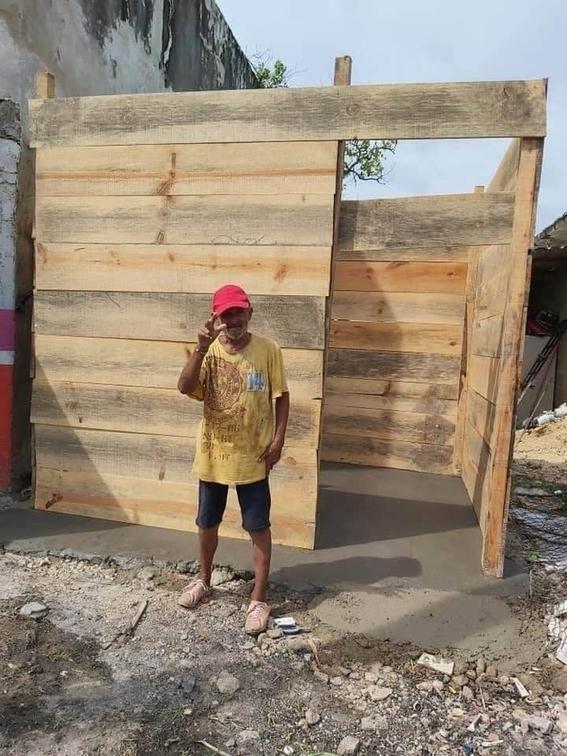 vecinos construyen 'casita de madera' a don jose comida croquetas chetumal 2