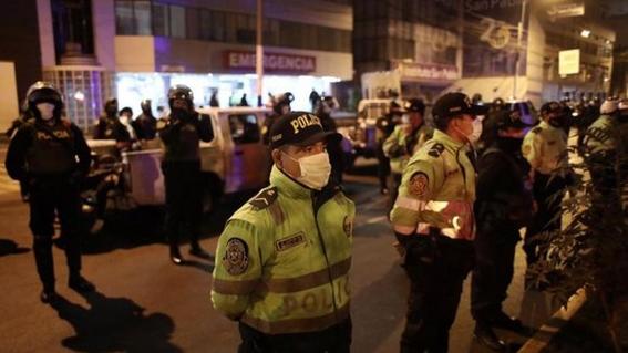 mueren 13 personas en estampida humana durante fiesta en cuarentena 2