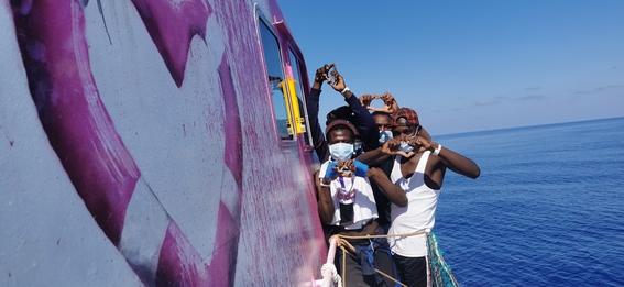 barco banksy inmigrantes 1
