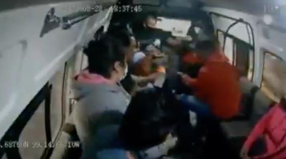 video ladron dispara a pasajero en combi del edomex 1
