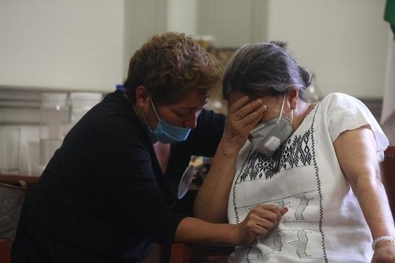 mujeres mantienen tomadas instalaciones de la cndh 2