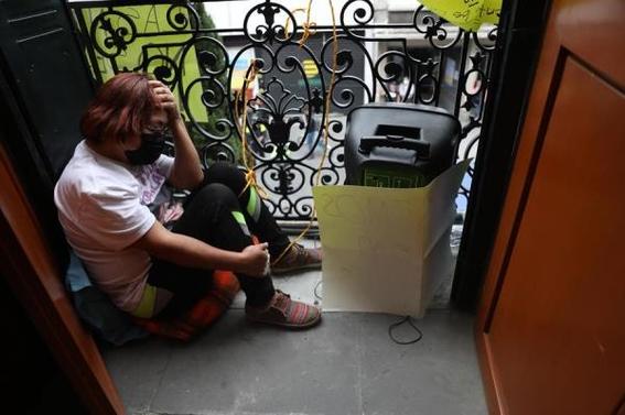 mujeres mantienen tomadas instalaciones de la cndh 3